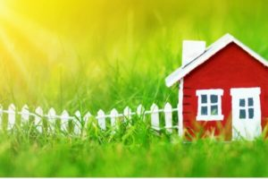 _2018_09_red-wooden-house-on-the-grass-picture-id647273620